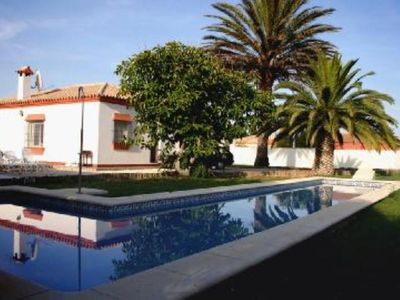 A light and newly decorated villa with a massive 15m pool and WiFi.