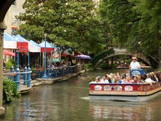 San Antonio bungalow photo - World Famous Riverwalk and restaurants, just a short walk from the Bungalow