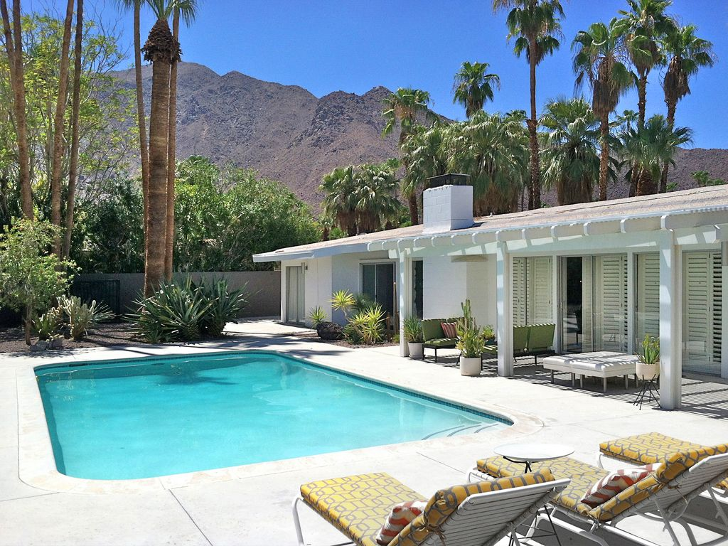Best palm springs location vrbo for Plush pad palm springs