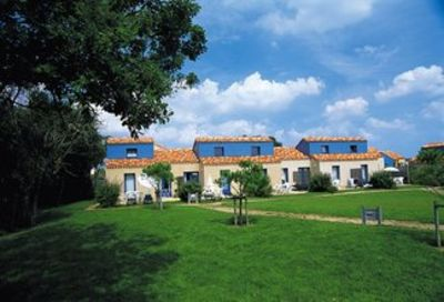 A meisonnette for 4-6 persons in an attractive holiday park 300m from the Atlantic coast.