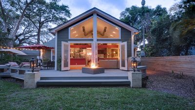 Downtown Orlando Home – Modern Design!  Inquire about special weekly rates!