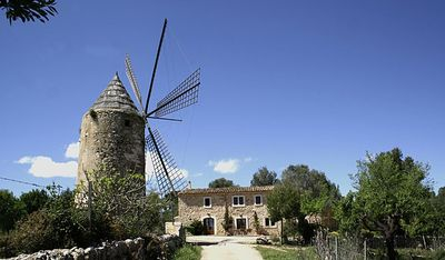 House and windmill from 1750´s
