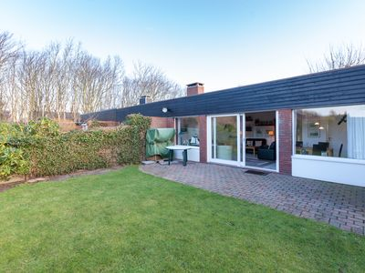 4 star bungalow with an enclosed garden and a sunny patio