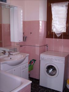 Griante apartment rental - First bathroom with toilet and new second shower.
