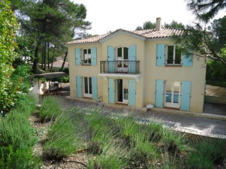 Luxury accommodation, 240 square meters, close to the beach