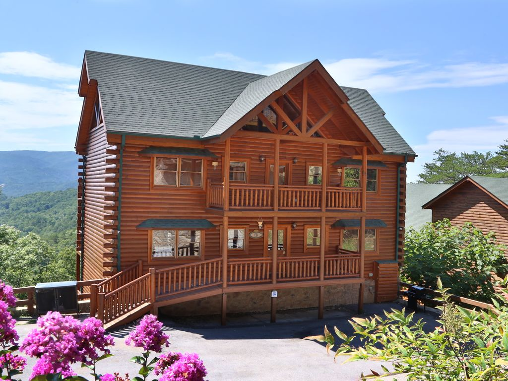 Wet wild adventure private indoor heated vrbo for 4 bedroom cabins in gatlinburg tn