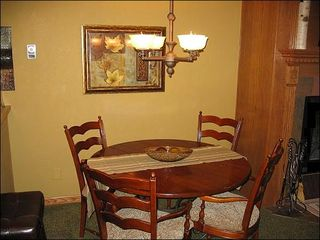 Erzincan townhome photo - Seating for 4 at the Dining Room Table