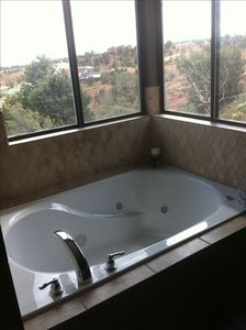 Kanab house rental - New jacuzzi jet tub with view in master bathroom