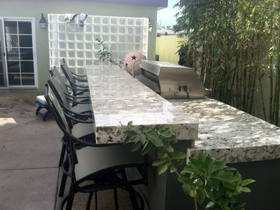 Coronado house rental - Outdoor 5 barstools with 38' Grand Turbo BBQ. Bamboo garden, outdoor shower
