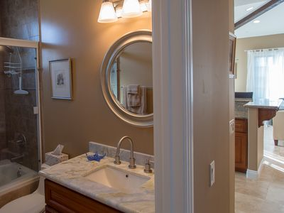 San Clemente condo rental - Guest Bath with Shower and Jet tub