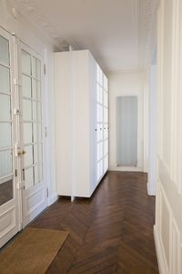 beautiful and large entry with cupboard
