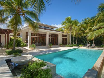 Villa Las Palmas: Luxury, privacy and spectacular views w/ a tropical zen vibe.