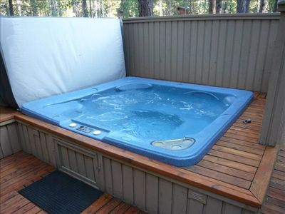 Large Wrap-A-Round Deck / Private Hot Tub / Gas Grill