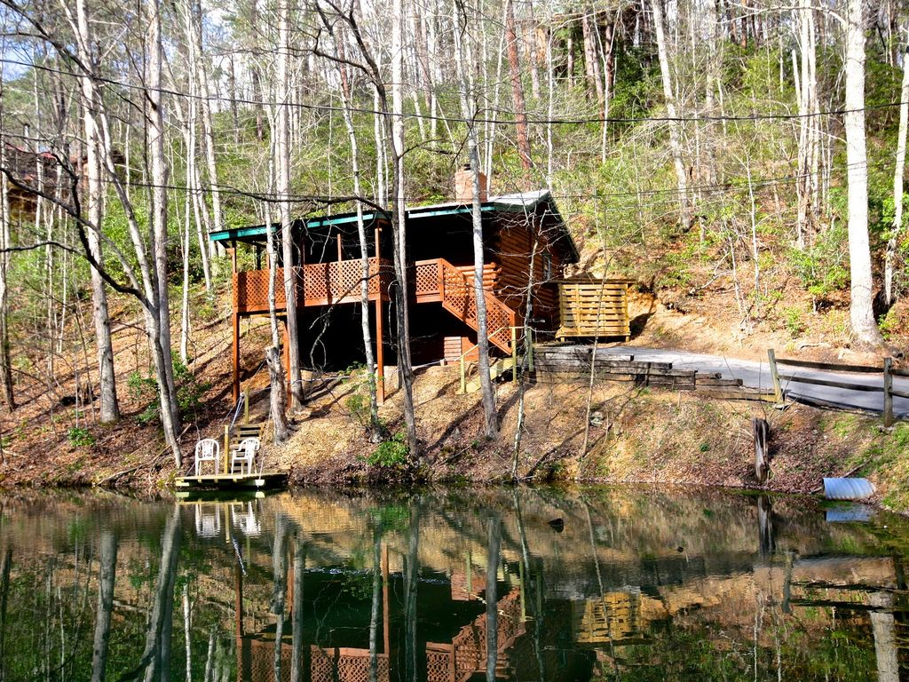 Just for 2 39 the fishing hole 39 with fire homeaway for Gatlinburg cabins with fishing access