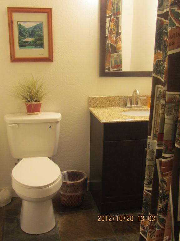 2nd Bathroom off Hallway