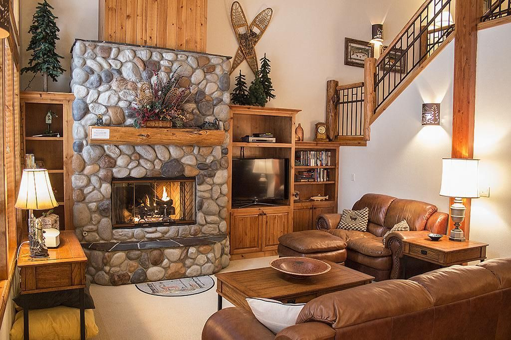 beautiful townhome lodge style decor centrally located and free