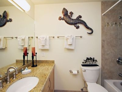 Upstaris Bathroom (Renovated 2011)