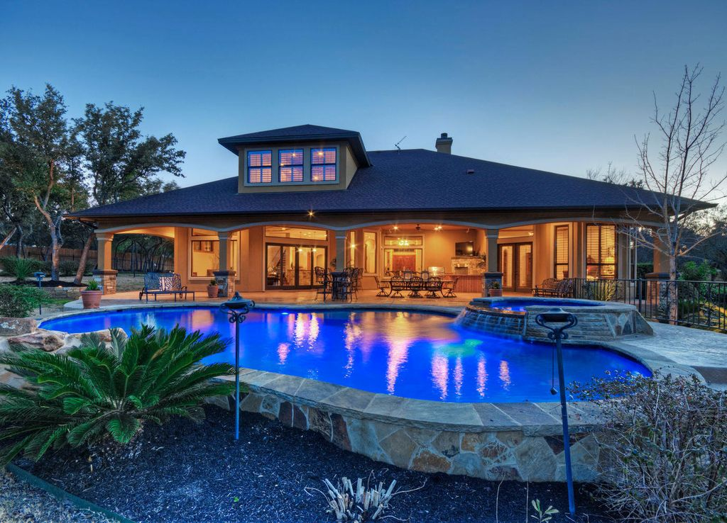 4br 4ba luxury lake travis home with pool vrbo dream house a pool in the front of the house is a bit