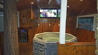 Snow Summit Luxury, Minutes from Village and Lake. 6 Beds, New Hot Tub & A/C!