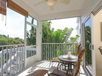 Close to town, Cozy Boca Grande Home.. boat lift available for renter use