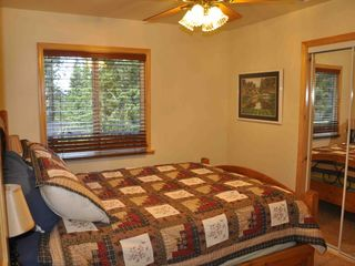 Moonridge cabin photo - Middle Bedroom