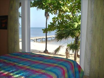 Roatan house rental - Coral bedroom with breathtaking view when awakening