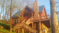 Log Chalet on the Clouds with a Million Dollar View, Hot Tub! Close to Downtown!