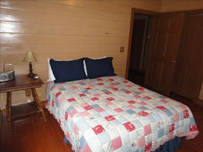 The Deer Cabins have 6 identical queen beds, 2 double beds, & 4 full baths.