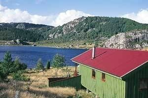 Holiday house in a very quiet location with a view of the lake for 6 persons