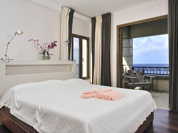 The master bedroom with view to the terrace