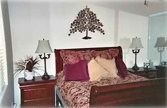 Guest Bedroom with queen bed - ceiling fan