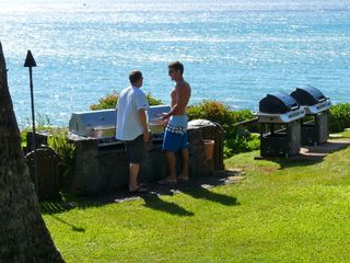 Lahaina condo photo - Visit with other guests at grilling time on the point.