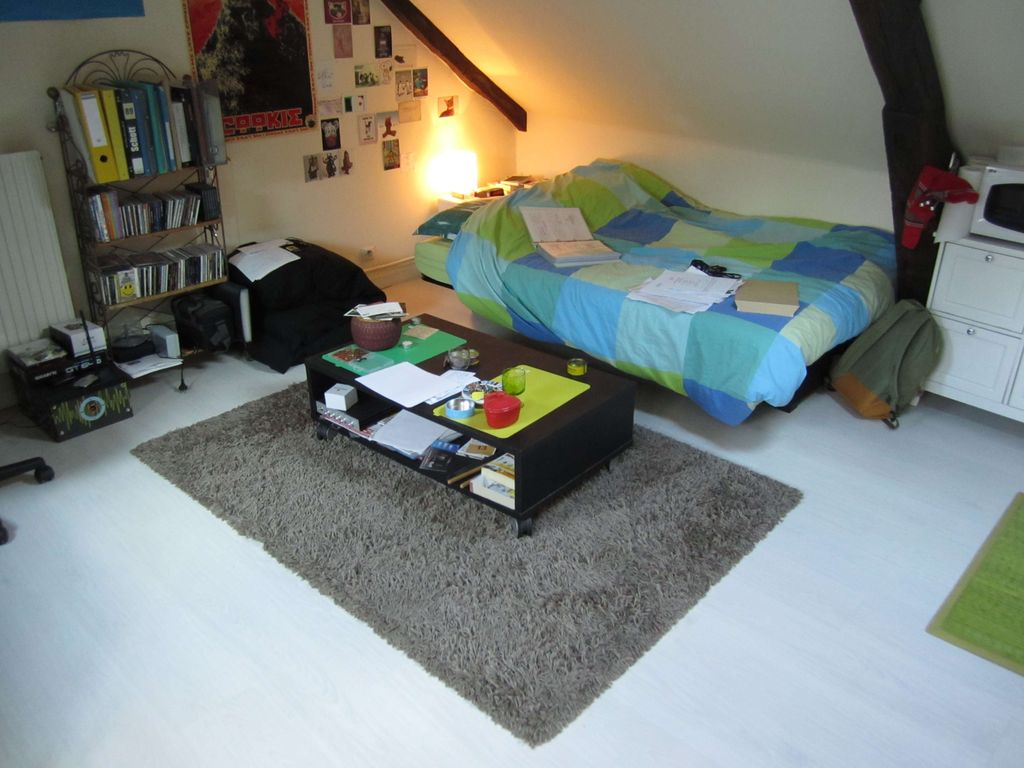 rouen centre joli studio entierement meuble haute normandie homelidays. Black Bedroom Furniture Sets. Home Design Ideas