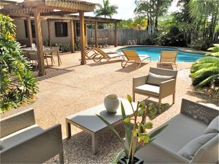 Oakland Park house photo - Social area outside