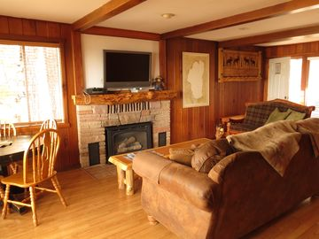 The main room of Lakeview Cabin.