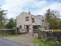 THE CROFT, pet friendly, with pool in Tosside, Ref 15086