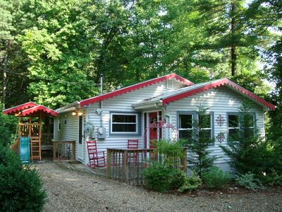 Romantic Story Book Cottage at edge of 11 wooded acres; Hot Tub, K & Q beds, FP