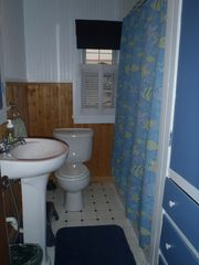 Penn Lake cottage photo - 1st Floor Bath