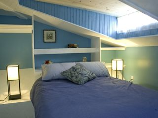 Venice Beach property rental photo - First bedroom with queen-size bed