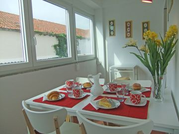 Cascais apartment rental - Catch the sun in the breakfast / dining room