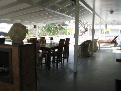 Huge open and covered deck, with open koa bar. 1,300 sq. feet!!