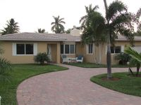 Fully Remodeled Luxury 4BR/3BA Home Steps From Private Beach
