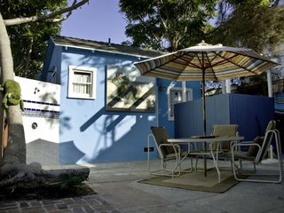 Venice Beach property rental photo - Shared courtyard with outdoor (hot & cold) shower