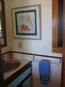 Coral Bay house rental - Upstairs powder room