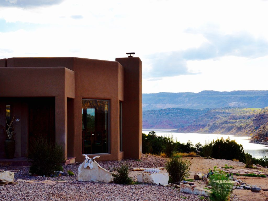 Abiquiu lake casita del lago winter sale luxury custom for Cabine del lago casitas