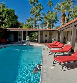 Palm Springs house rental - Pool Courtyard, Loungers and Fountain