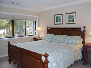 Palmetto Dunes villa photo - Upstairs Bedroom with Bath and TV