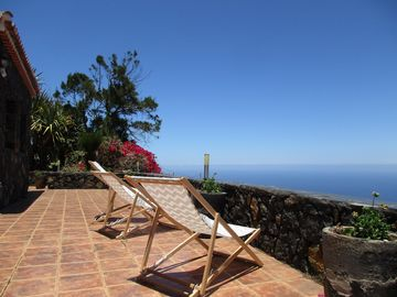 Fantastically restored Canarian country house with beautiful sea views u. Wireless Internet access
