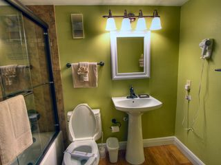 St Pete Beach condo photo - Modern newly rennovated main bathroom.
