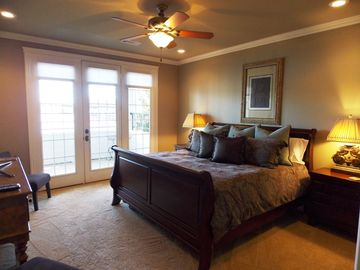 Guest Bedroom-Downstairs-lakeside